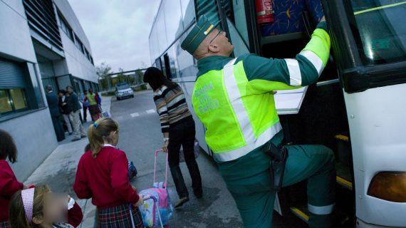 La DGT intensifica la vigilancia del transporte escolar en las carreteras sevillanas