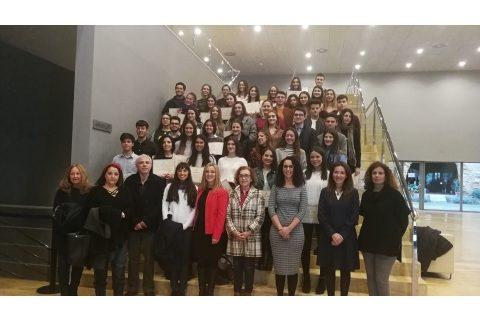 Alcalá beca a 83 estudiantes para impulsar su formación superior