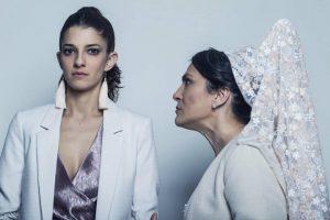En la imagen, interpretado a Mari Tere y Sofía.