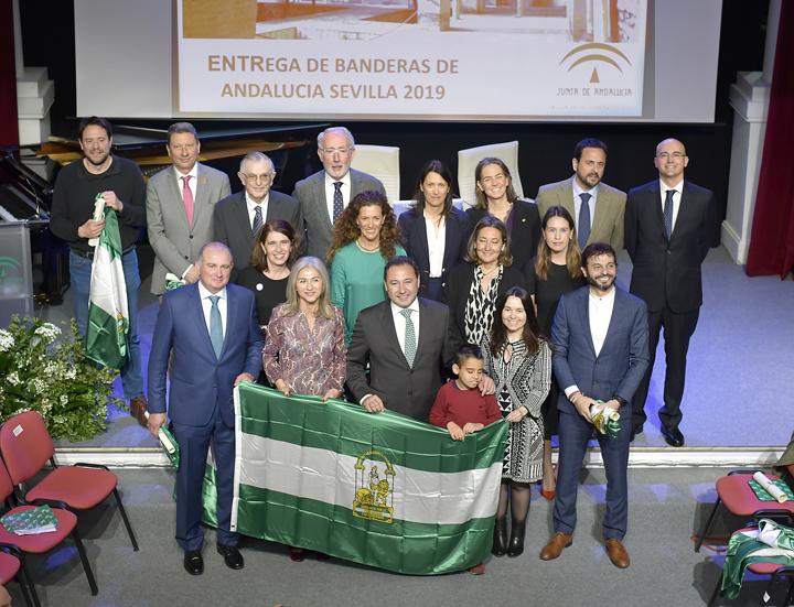 Entregadas en Sevilla las Banderas de Andalucía 2019 por su labor en la provincia