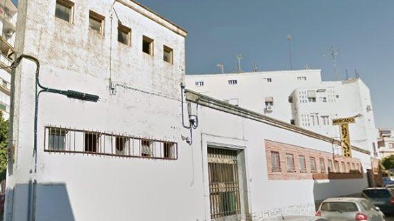 Retiran 5.410 kilos de residuos del antiguo mercado de la Cruz del Campo