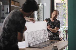 En la imagen, trabajando en uno de sus proyectos.