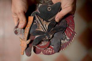 En la imagen, algunos de sus sellos, realizados de manera artesanal.