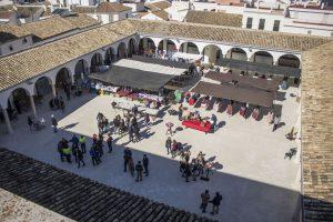 En la imagen, vista aérea de la inauguración de la Plaza de Abastos de Estepa.