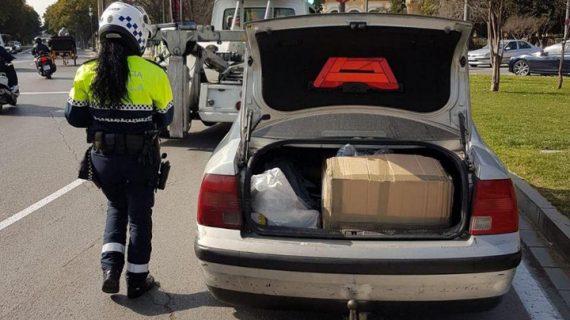La Policía Local de Sevilla interviene más de 100 prendas falsas y 44 logotipos
