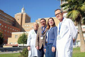 Equipo de especialistas de distintas áreas del Hospital Universitario Virgen del Rocío.