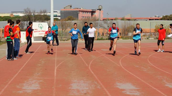 En la imagen, los corredores durante la prueba.