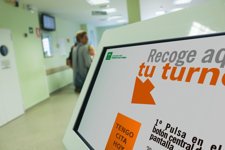 Los pacientes del Virgen del Rocío ya usan dispositivos digitales de aviso