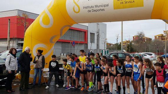 Polígono Sur rinde homenaje a su vecina Victoria Domínguez en el X aniversario de su carrera