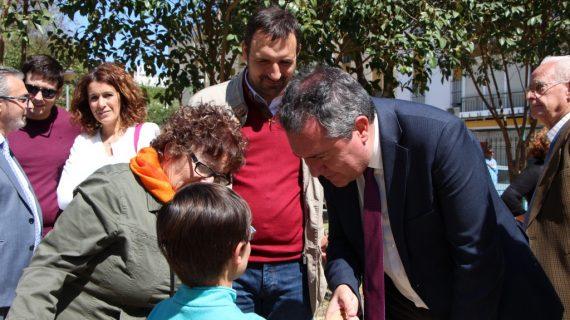 Los vecinos y comerciantes de La Macarena promueven al alcalde mejoras para el barrio
