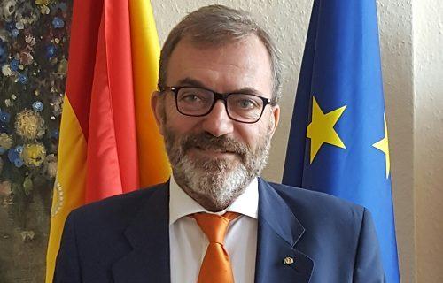 Ser sevillano y embajador de España en Alemania, Ricardo Martínez