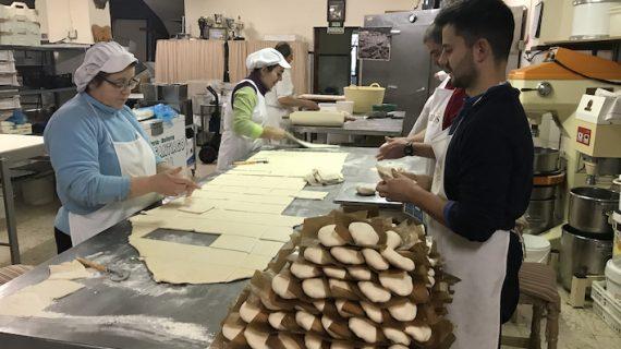 Pedrera, el pueblo sevillano que reparte tortas a media España