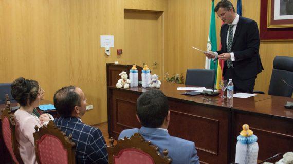 Estepa celebra su primer bautizo civil
