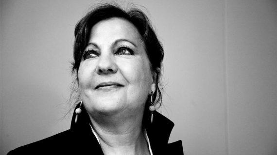 Carmen Linares pone música a los versos de Miguel Hernández en el Lope de Vega