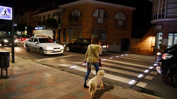 Tomares estrena los primeros pasos de peatones inteligentes de la provincia