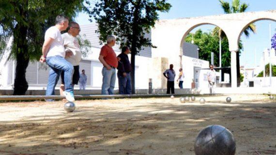 Tiro con arca, petanca y dominó, para promover el deporte entre los mayores de 55 años