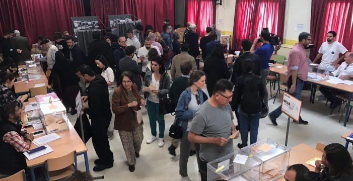 La mañana transcurre sin incidentes en los colegios electorales sevillanos