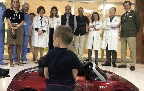 Los más pequeños del Hospital Macarena disfrutan de un nuevo cochecito eléctrico