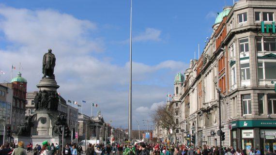 La capital ofrece 100 becas de inmersión lingüística para jóvenes en Dublín o París