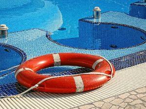 Detenido un  hombre por exhibicionismo ante menores de edad en una piscina de Sevilla