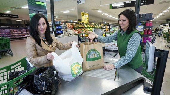 Adiós a las bolsas de plástico de un solo uso en los Mercadona sevillanos