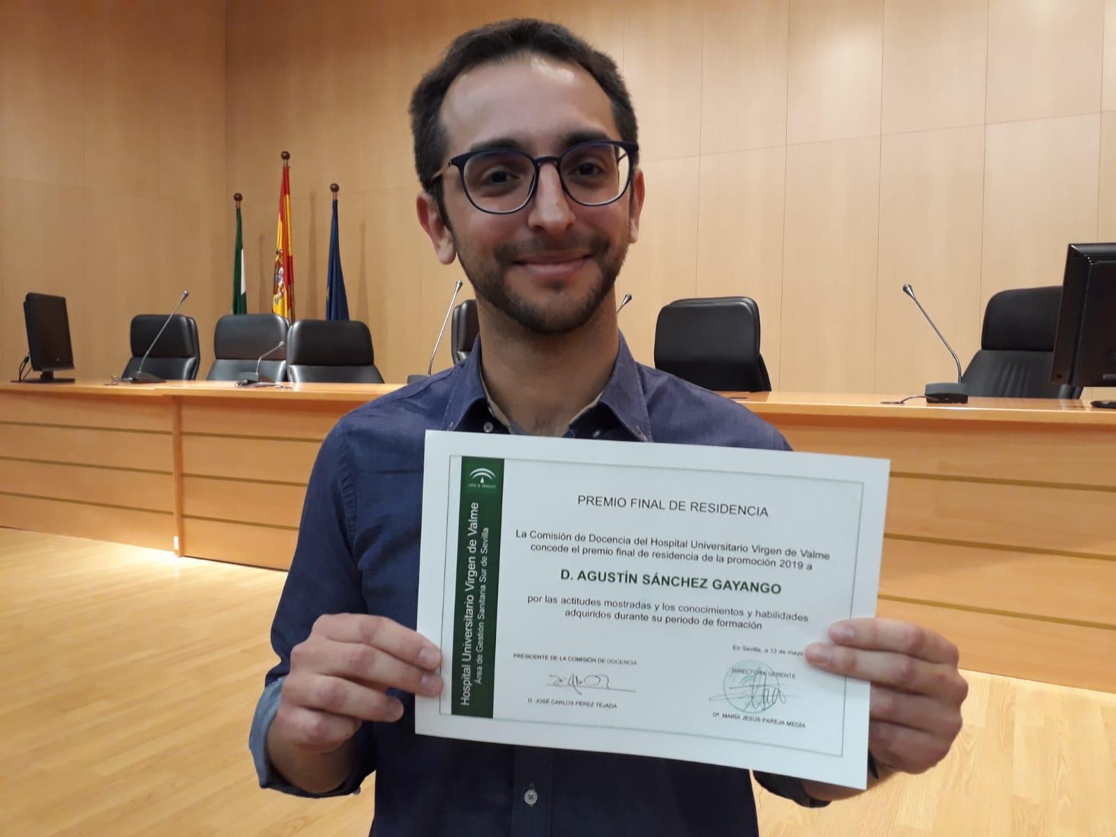 El psiquiatra palaciego Agustín Sánchez, premiado por un estudio sobre contención física en pacientes graves