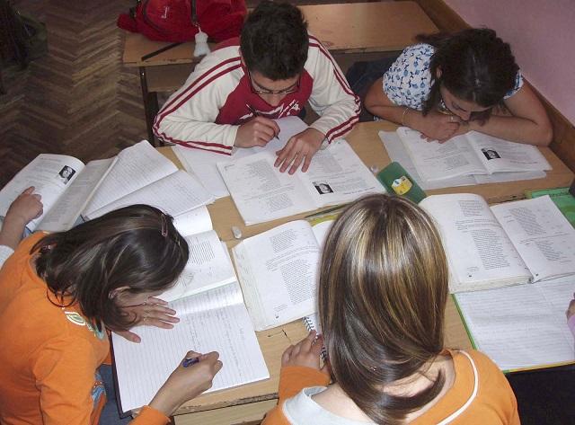 Mairena del Aljarafe hará más accesibles las ayudas escolares el próximo curso