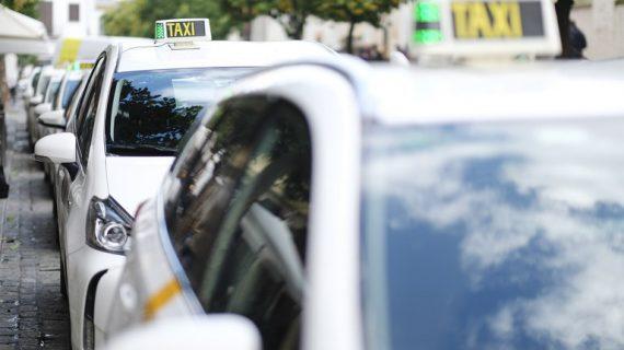 La Feria duplica su número de paradas de taxi