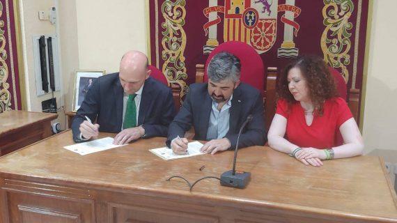 Coria del Río firma un convenio con el Centro de Estudios Andaluces para ampliar el fondo Blas Infante