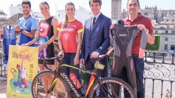 2.500 personas participan en el Triatlón de Sevilla by Zone 3 en La Cartuja