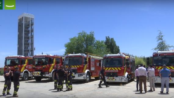 Entregan nueve vehículos contraincendios a varios ayuntamientos de la provincia