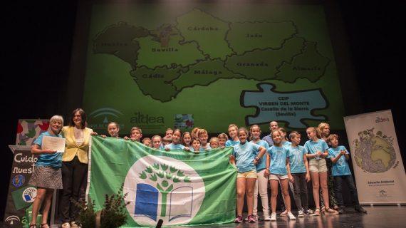 Dos colegios sevillanos reciben la 'Bandera Verde' por su compromiso ambiental