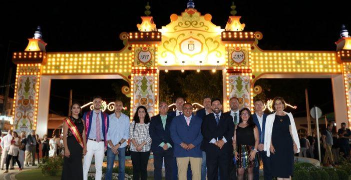 Inaugurada la portada del 200º Aniversario de la Feria de Lora del Río