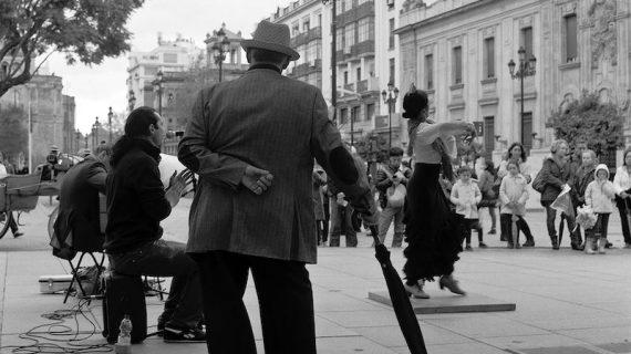 El espacio Santa Clara acoge la muestra 'La calle revelada' de José Luis Tirado