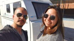 Una pareja sevillana se lanza a recorrer el mundo en caravana con su perro