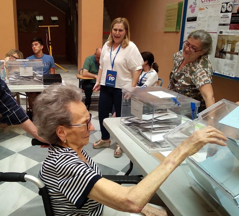 Sevilla revalida la gestión de Juan Espadas dándole dos concejales más