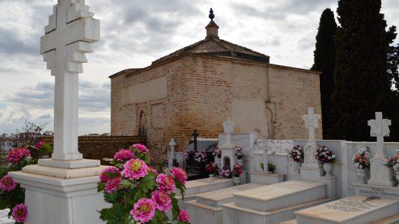 ¿Por qué el cementerio de Aznalcóllar es distinto a todos los de España?