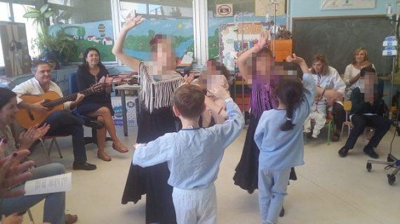 Las aulas del Hospital Infantil se convierten en una caseta de la Feria