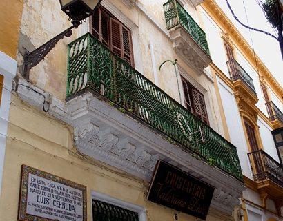 Sevilla adquiere en propiedad la casa natal del poeta Luis Cernuda