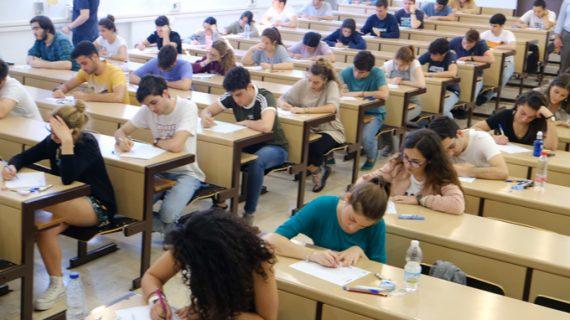 Más de 600 alumnos de Sevilla se presentan a las pruebas para obtener los Premios Extraordinarios de Bachillerato
