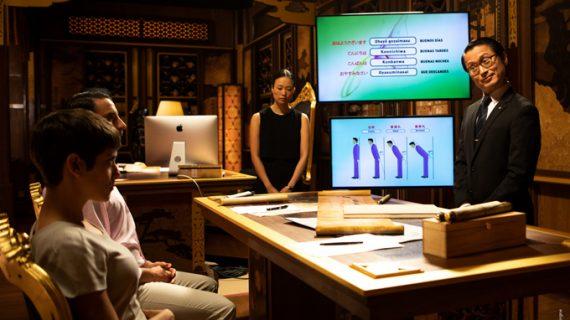 Sevillanos descendientes de japoneses se reúnen en la premiere de 'Los Japón' en Coria del Río