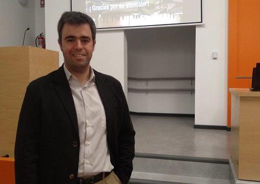 El investigador sevillano Miguel Cortés persigue mejorar los tratamientos en pacientes con cáncer a través de la protonterapia