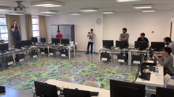 Alumnos de la UPO se forman en el desarrollo de software para drones