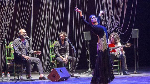 Gema Moneo recibe la Venencia Flamenca al Baile en el Festival de la Mistela de Los Palacios