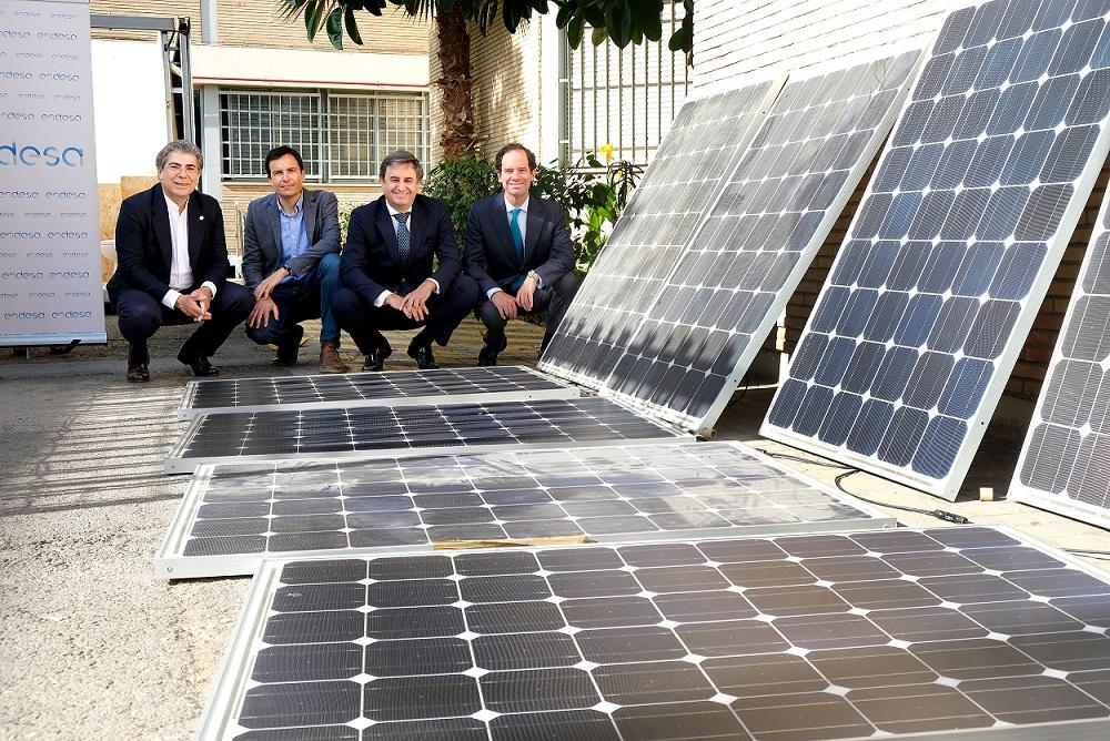 El Proyecto Aura de la US sobre regeneración urbana avanza gracias a la cesión de 30 placas solares
