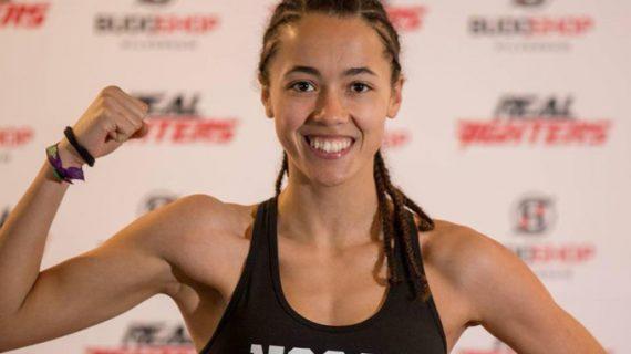 La coriana Lara Fernández, campeona de España de Muay Thai
