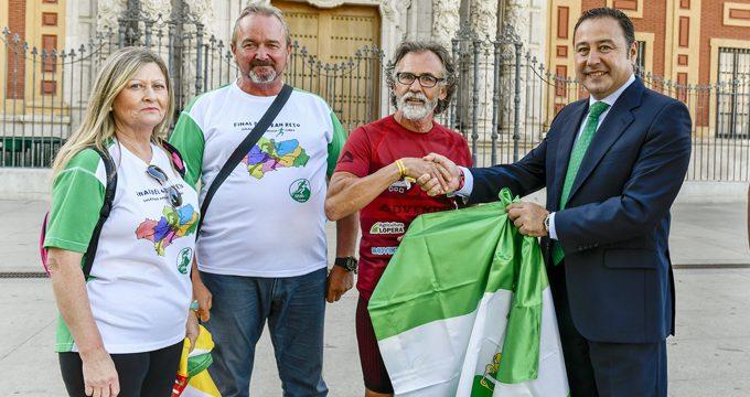 Un hombre marcha 170 km de Sevilla a Cabra para recaudar fondos contra el cáncer