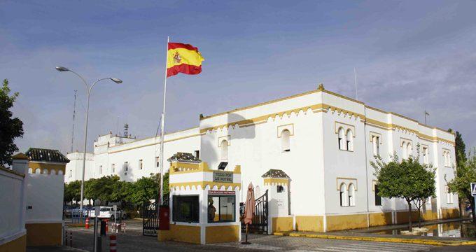 Exhibición paracaidista, exposiciones y aviones históricos en la jornada de puertas abiertas del acuartelamiento de Tablada
