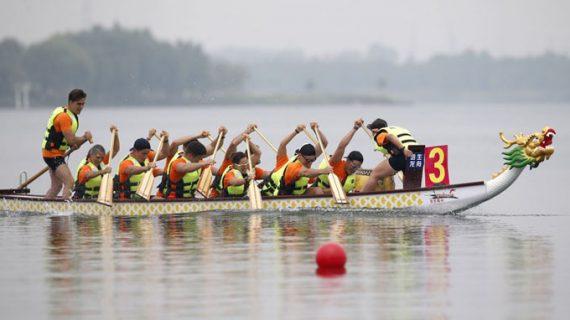 Sevilla se promociona como destino de deporte en la competición internacional universitaria de Dragon Boat