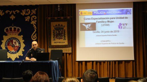 Agentes de la Policía Nacional se forman en materia de violencia de género en Sevilla